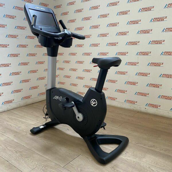 Life Fitness 95C Elevation Series Discover SE3 Upright Bike WiFi